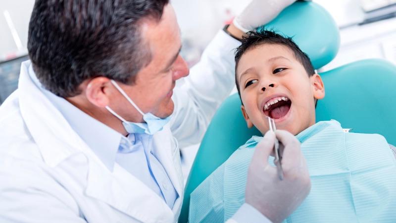 dentist treat child